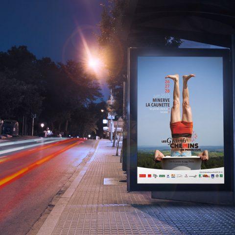 visuel affiche les grands chemins en Minervois 2015 arrêt de bus glup production